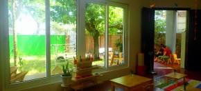 Phòng học nối liền giữa môi trường trong nhà và ngoài vườn